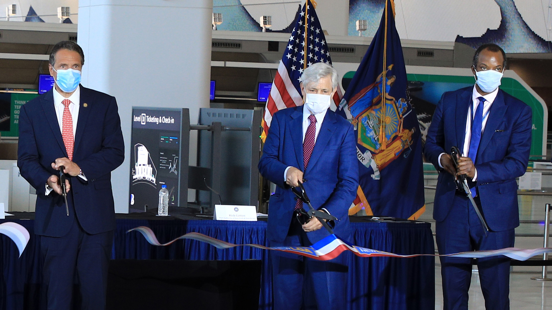 Image of Ribbon Cutting at LaGuardia Terminal B